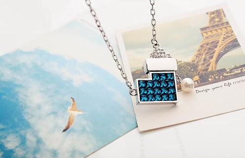 蓝色水晶唯美饰品